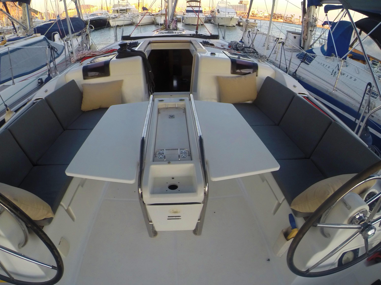 Sun Odyssey 439 (Esquitx) Cockpit table - 1