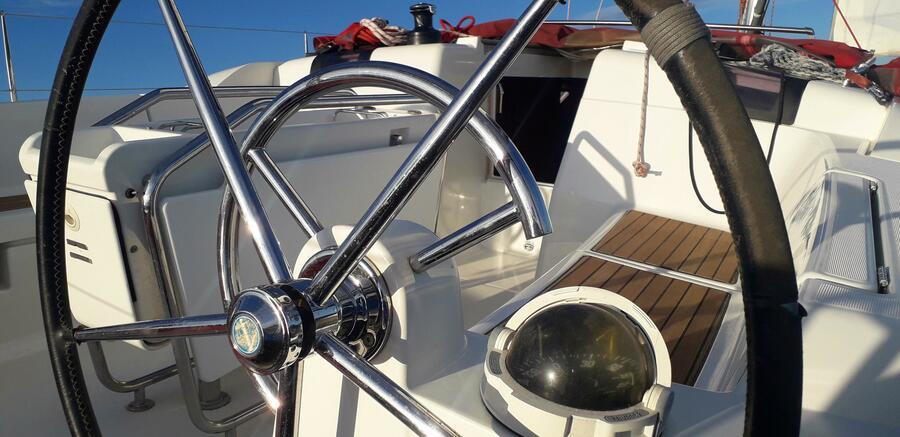 Sun Odyssey 439 (Esquitx) Steering Wheel detail - 14