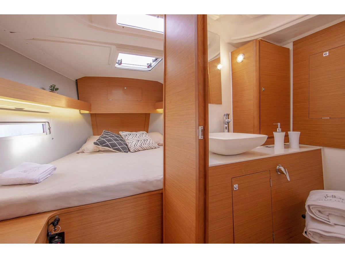 Dufour 390 Grand Large (Why Not 16) Interior image - 2
