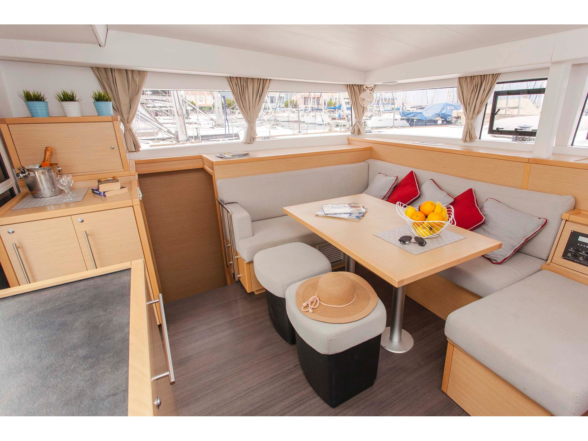 Lagoon 400 S2 (Tangerine Dream) Interior image - 2