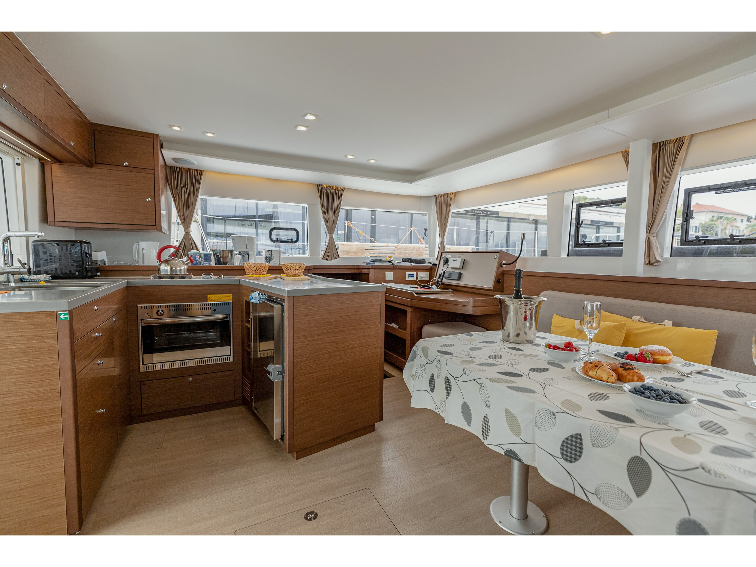 Lagoon 450 Sport (2018) equipped with generator, A (MOBY DICK) Interior image - 19