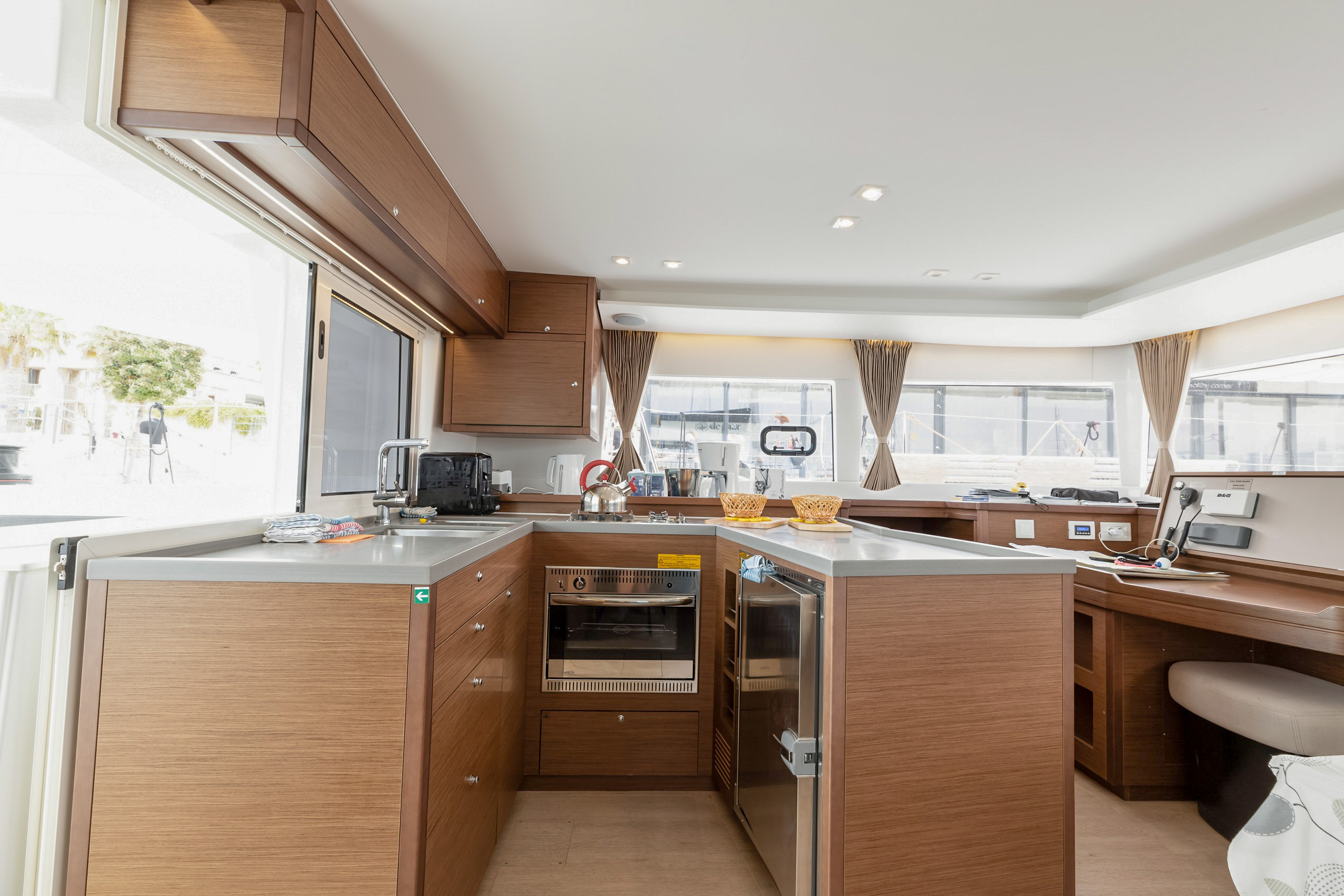 Lagoon 450 Sport (2018) equipped with generator, A (MOBY DICK)  - 3