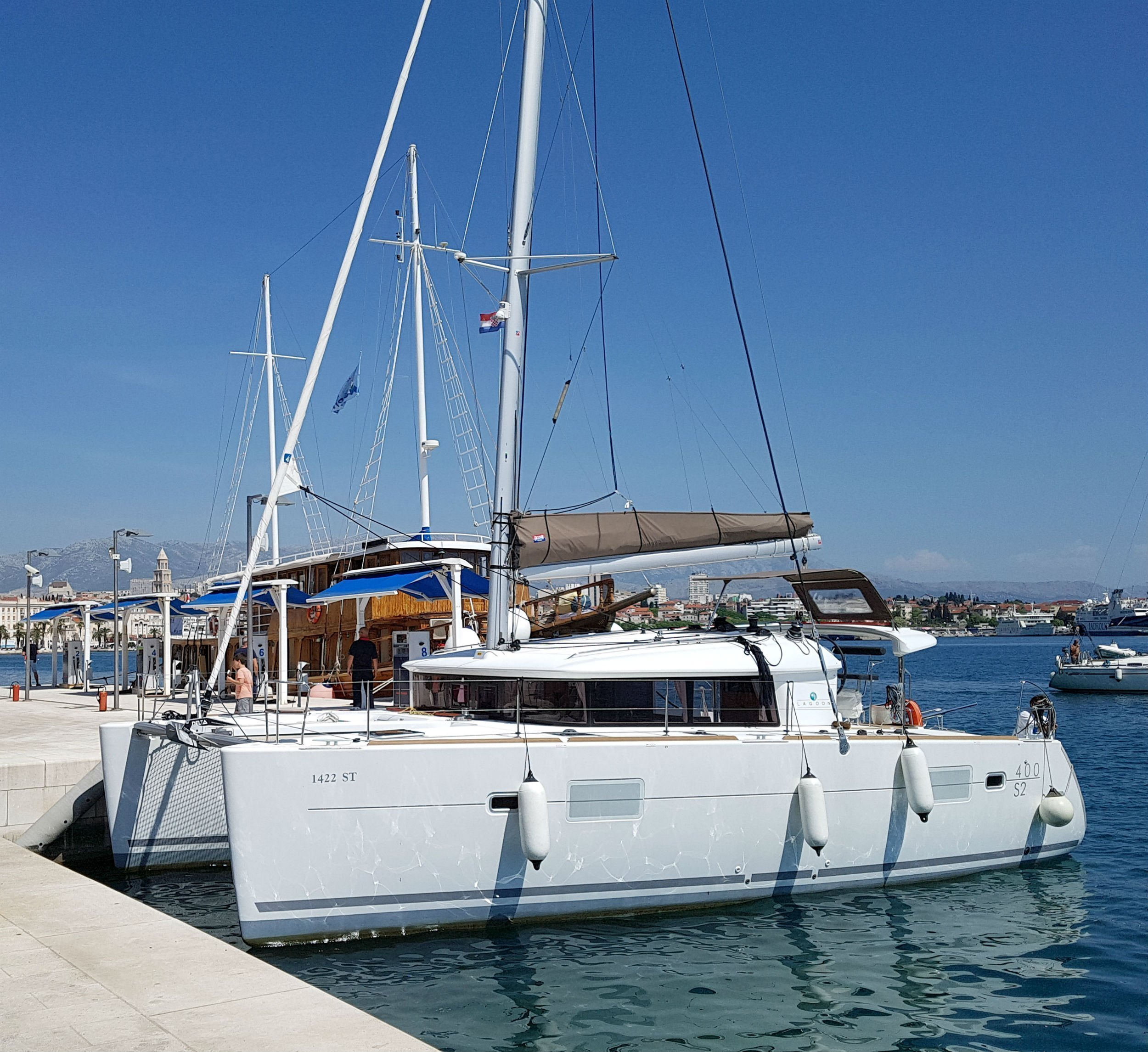 Lagoon 400 S2   (Second Wind) exterior - 8