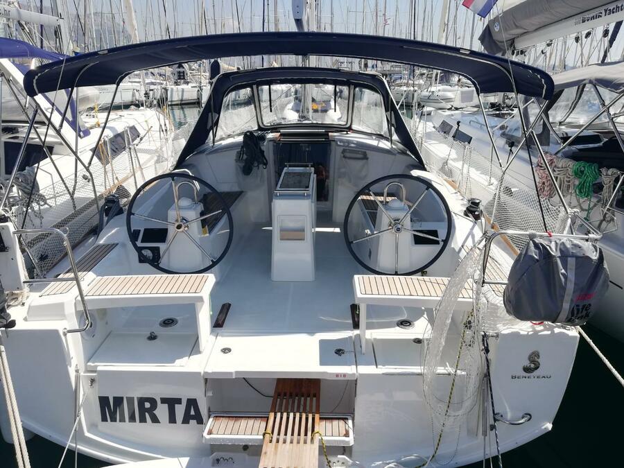 Oceanis 38.1 (Mirta)  - 11