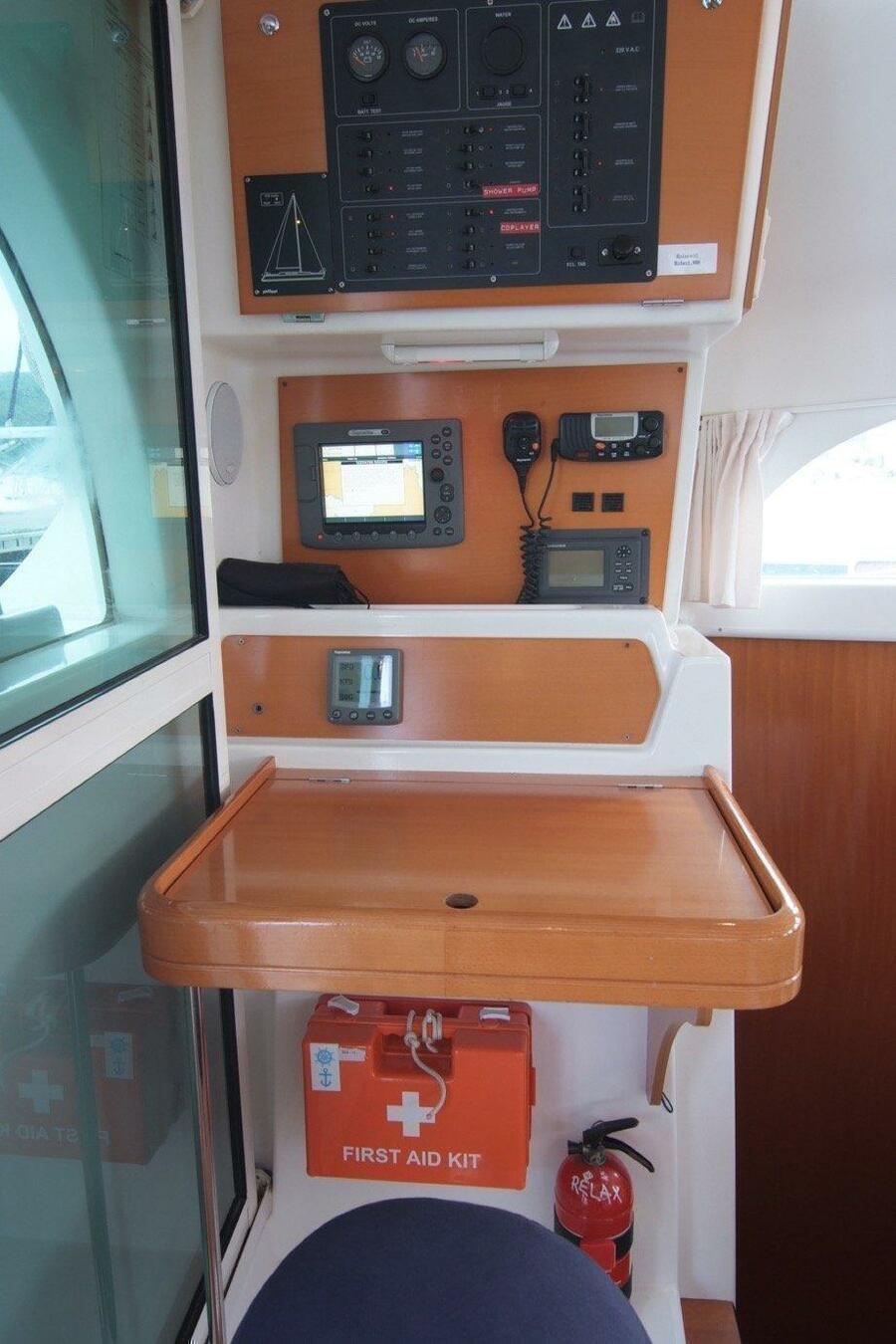 Lagoon 380 S2 (4+2 cab) (RELAX) Lagoon 380 Oceanis - Skipper desk - 6