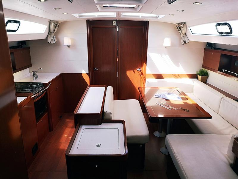 Oceanis 50 (Gilda (A/C - Generator - 12 pax)) Interior image - 10