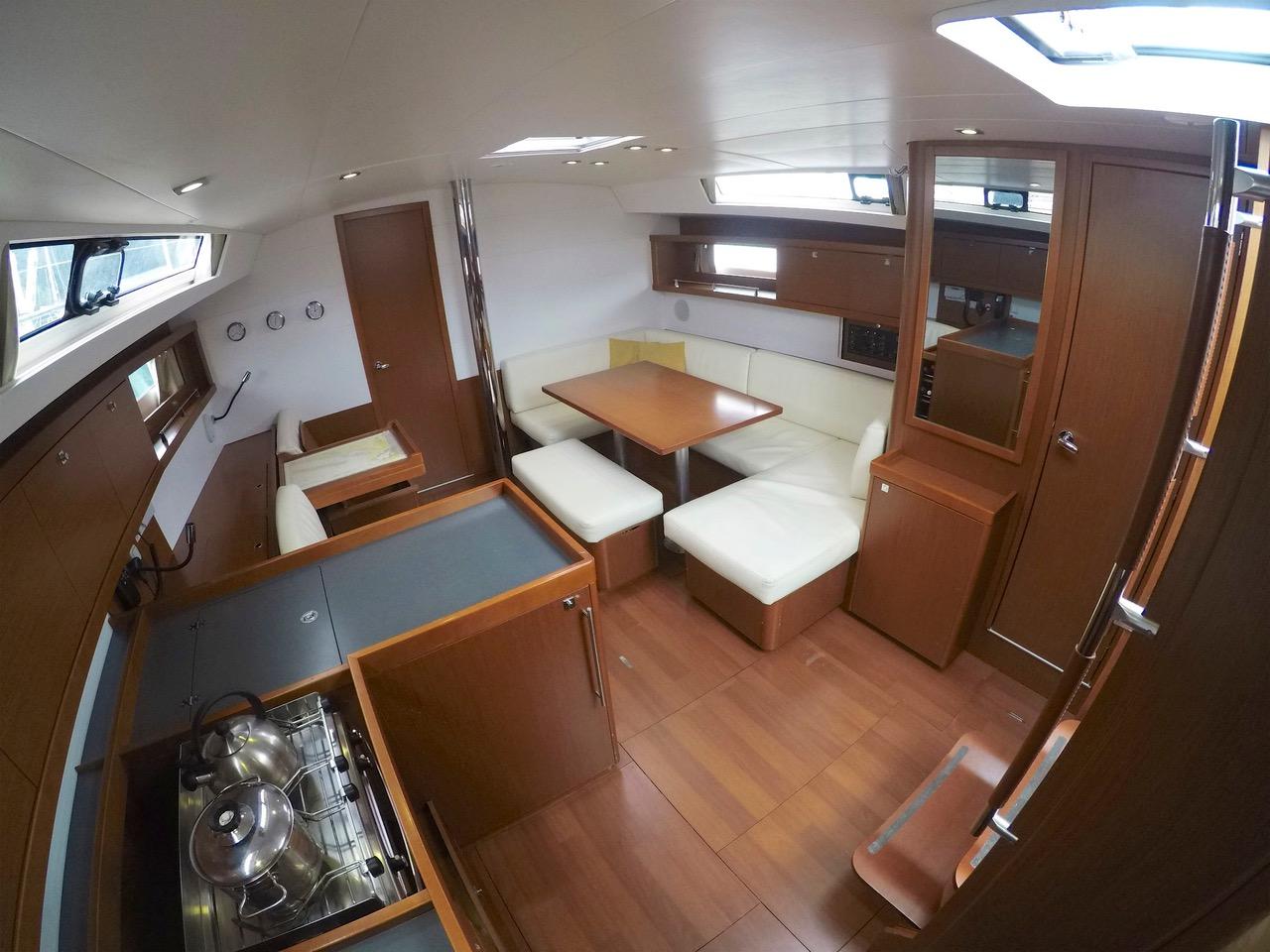 Oceanis 45 (HACHE) interior image - 12