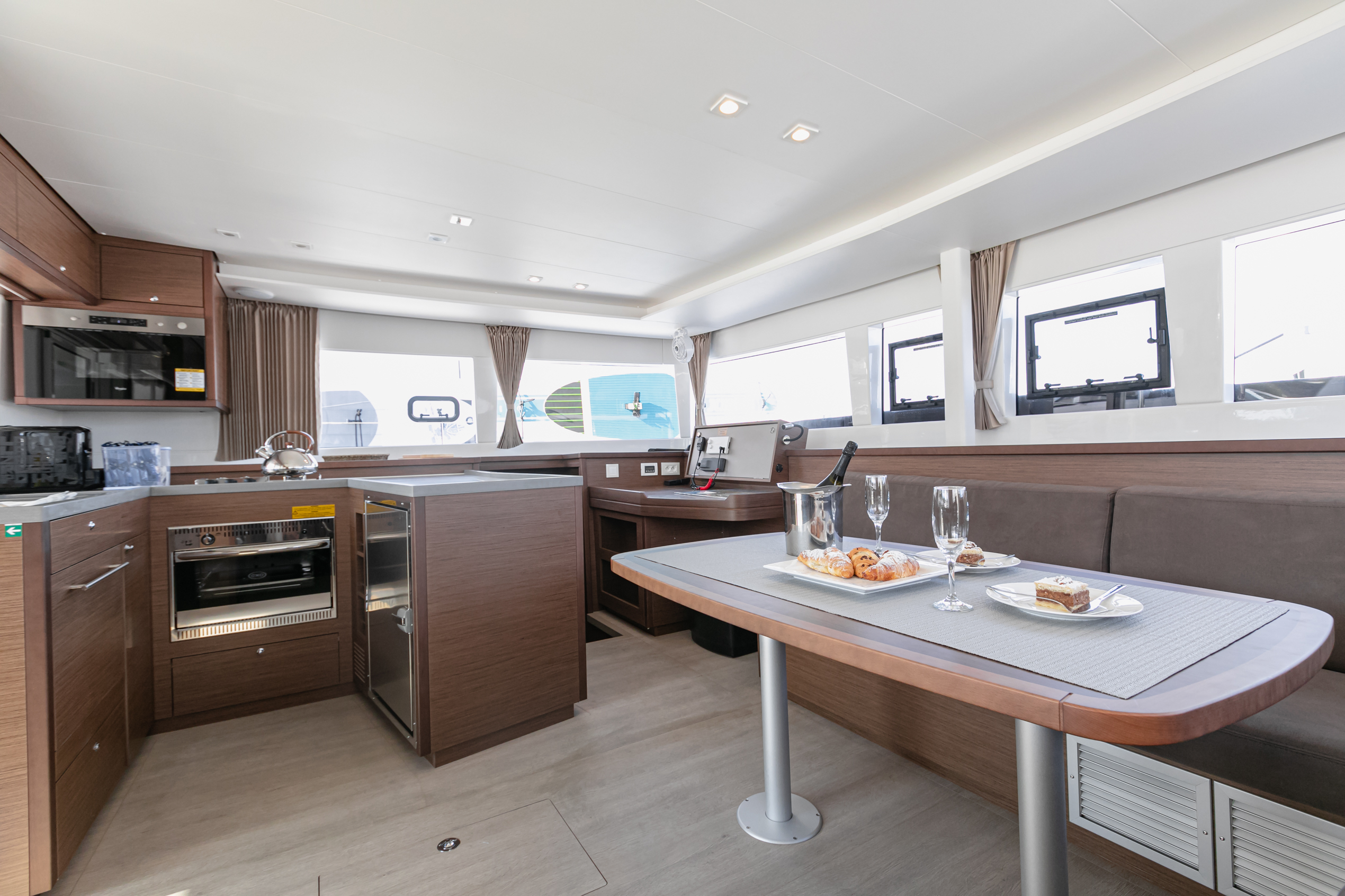 Lagoon 450 F (2019) equipped with generator, A/C ( (WIDE DREAM)  - 7