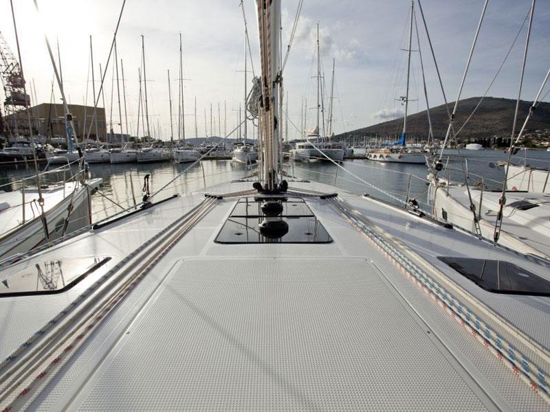 Bavaria Cruiser 46 (9) (Grey Sky)  - 25