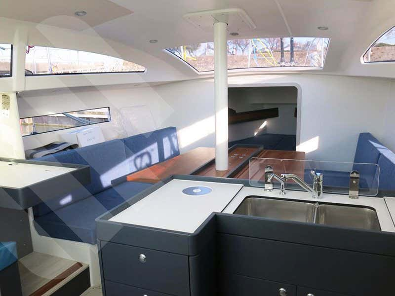 RM 1070 (Ty Punch) Interior image - 2