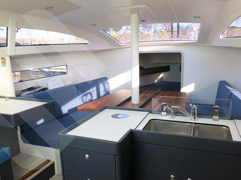 RM 1070 (Ty Punch) Interior image - 3