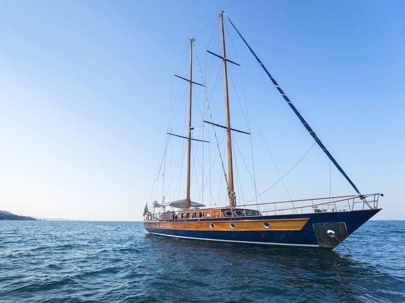 Motor sailer (Lady Q)  - 11