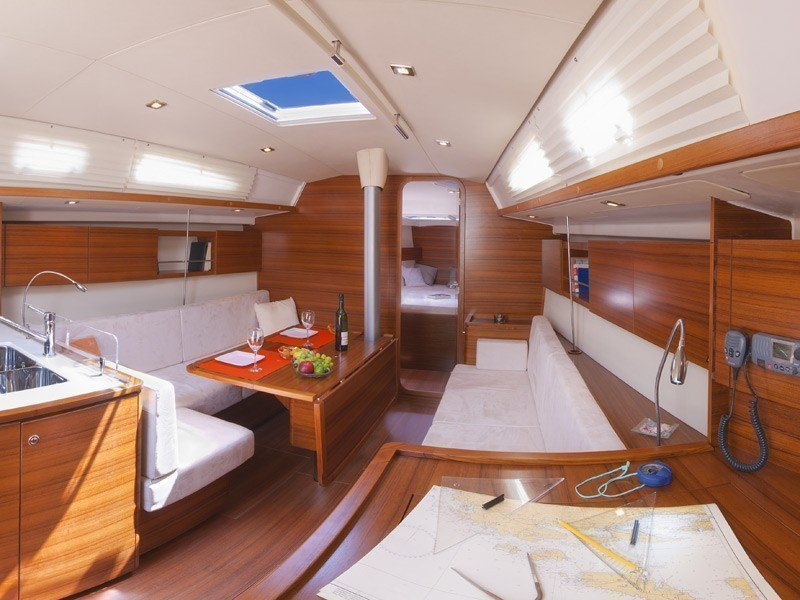 Salona 41 Performance (WHITE BUTTERFLY) Interior image - 4