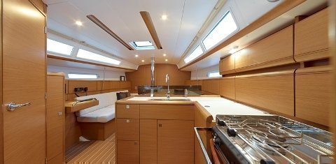 Sun odyssey 379 (Capoeira (GPS in cockpit, bowthruster, solar panels)) Interior image - 1