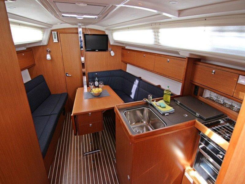 BAVARIA C 34  (LUCY) Interior image - 5