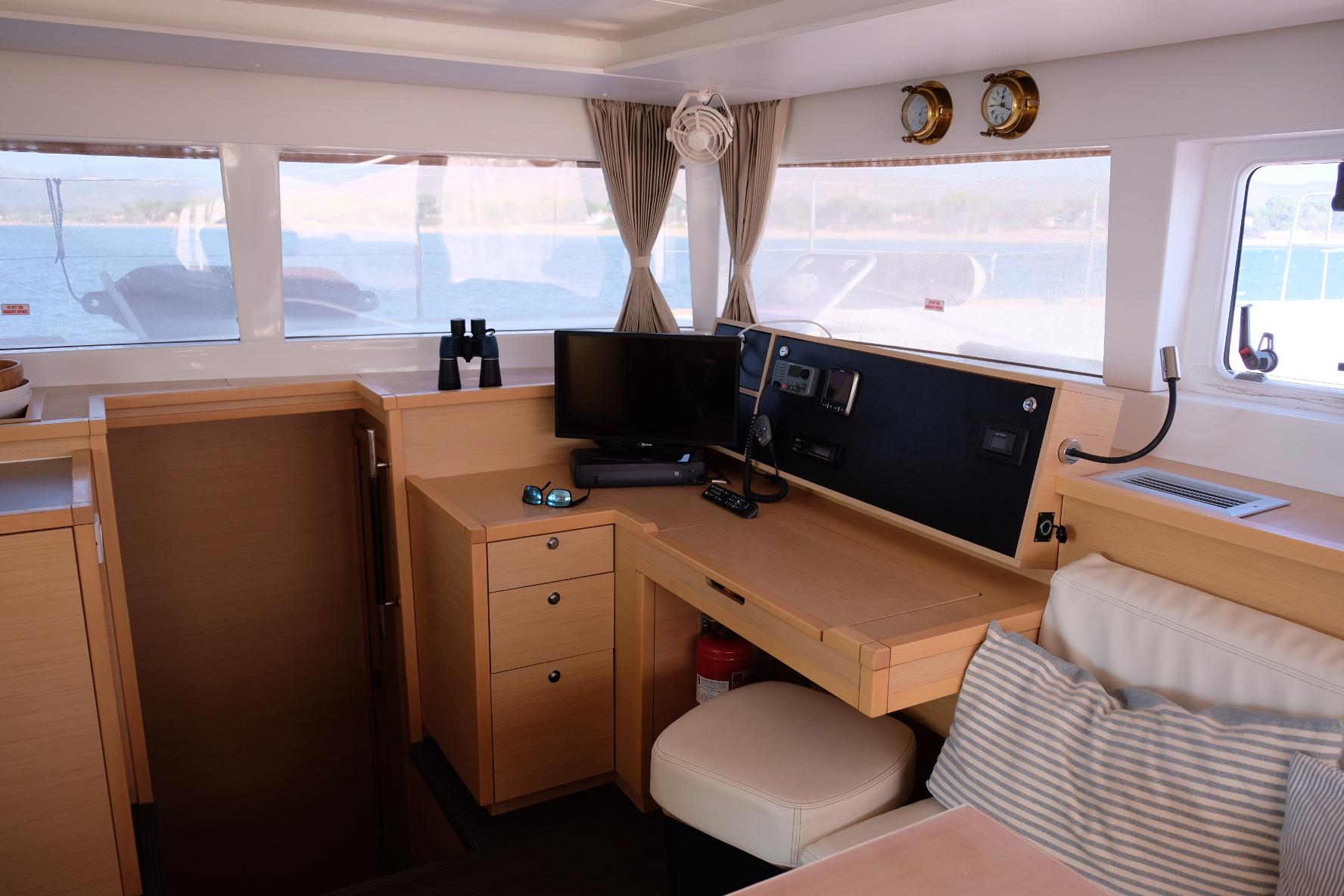 Lagoon 450 (IRIS IV (a/c-gen-watermaker-teak deck))  - 20