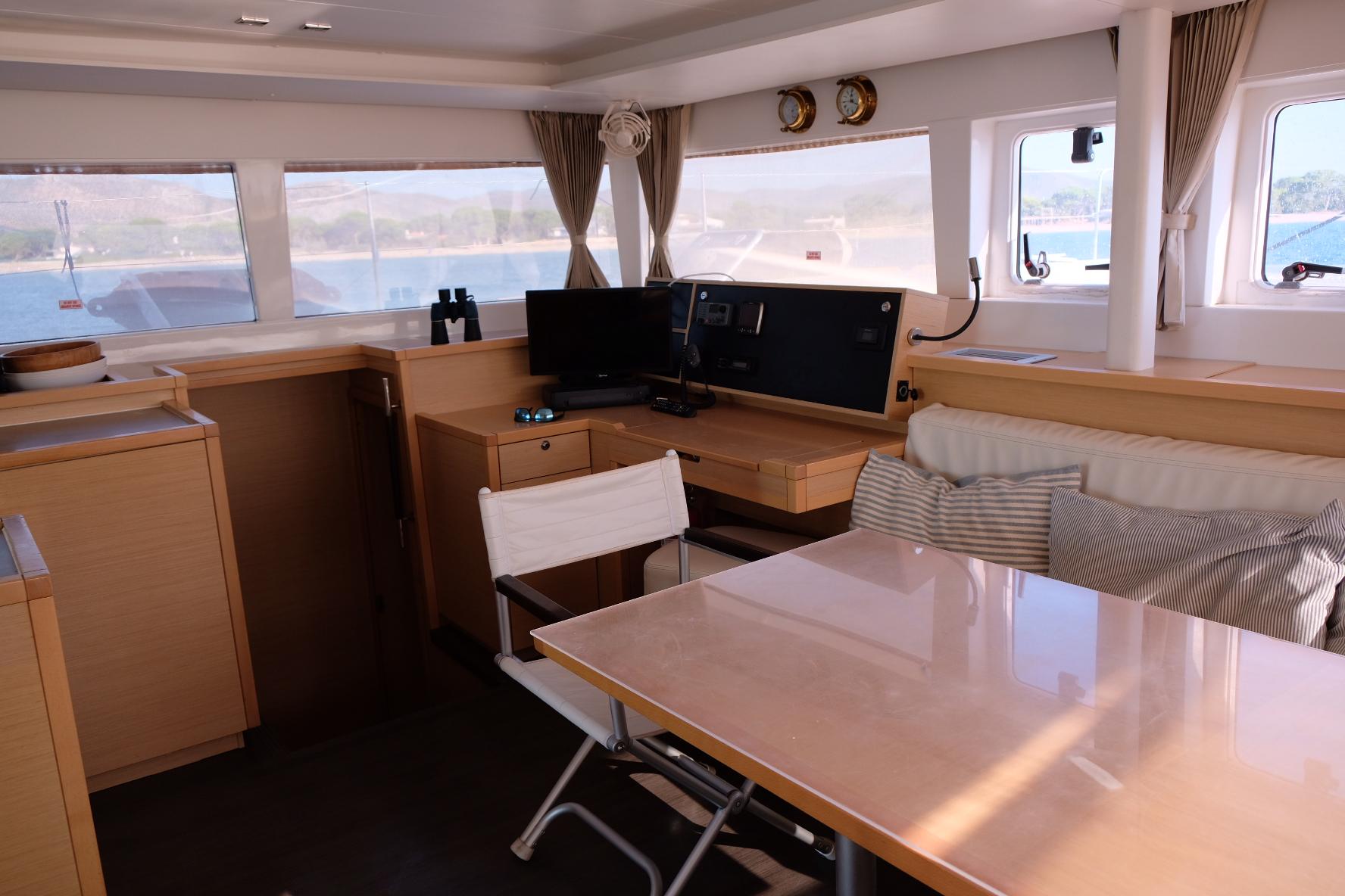 Lagoon 450 (IRIS IV (a/c-gen-watermaker-teak deck))  - 11