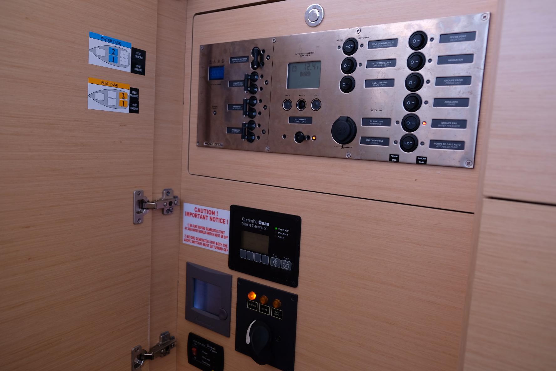Lagoon 450 (IRIS IV (a/c-gen-watermaker-teak deck))  - 36