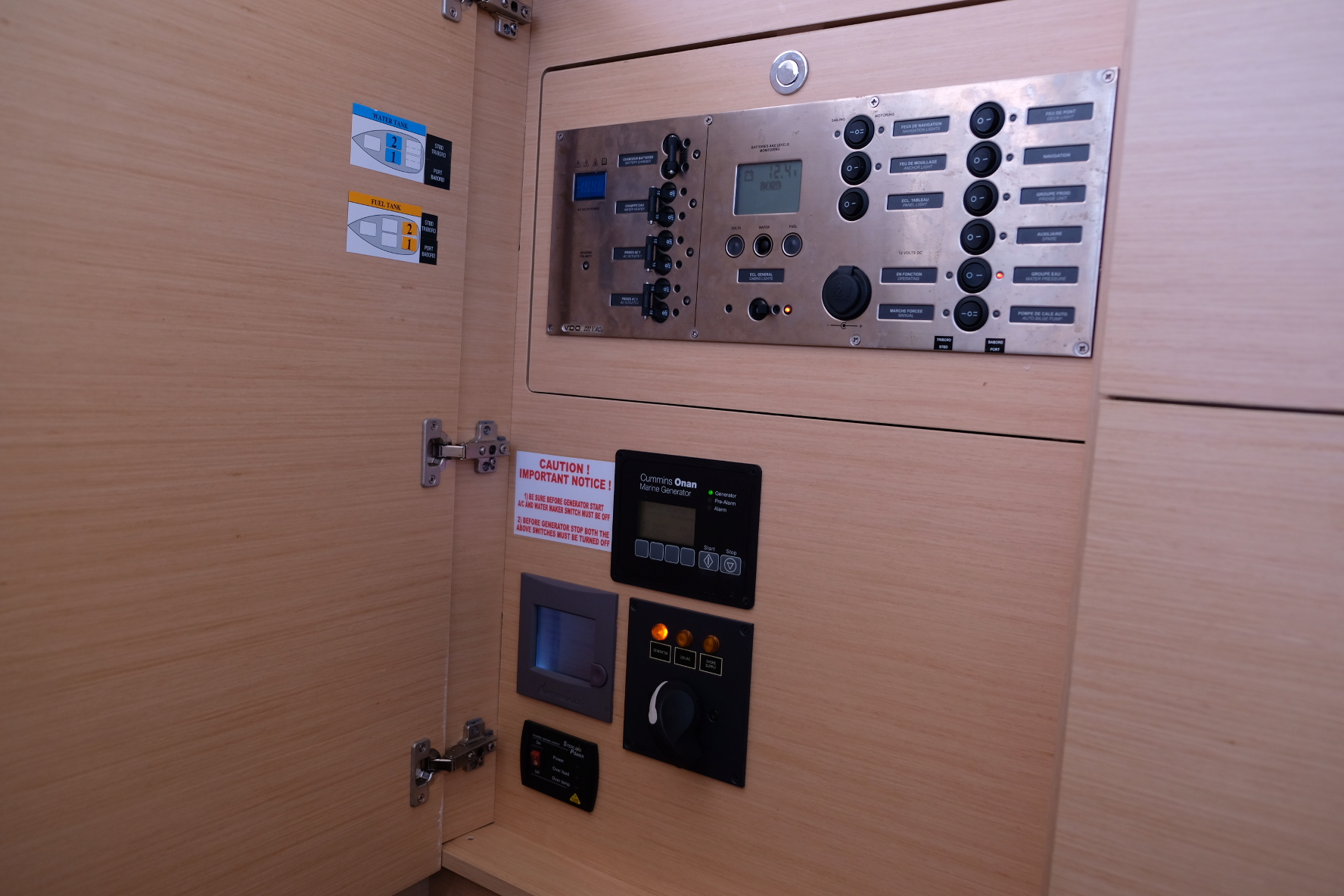 Lagoon 450 (IRIS IV (a/c-gen-watermaker-teak deck))  - 14