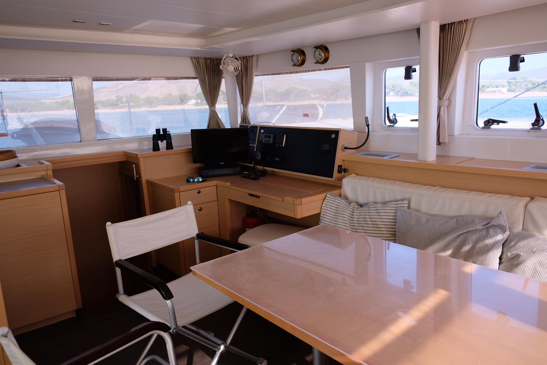Lagoon 450 (IRIS IV (a/c-gen-watermaker-teak deck))  - 9