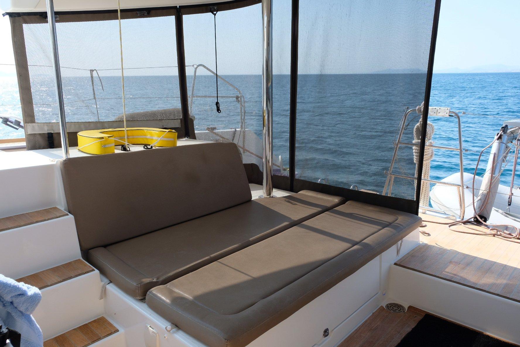 Lagoon 450 (IRIS IV (a/c-gen-watermaker-teak deck))  - 2
