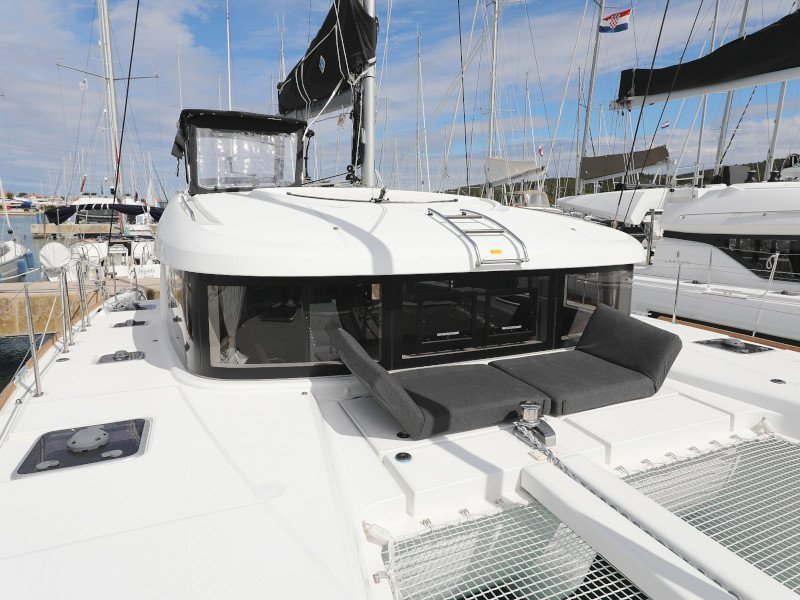 Lagoon 40-3 EXCLUSIVE (THE CURE OWNER VERSION AC salon + generator)  - 51
