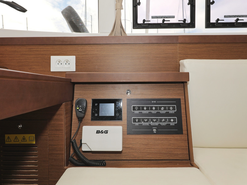 Lagoon 40-3 EXCLUSIVE (THE CURE OWNER VERSION AC salon + generator)  - 55