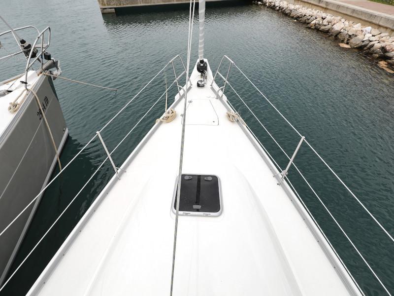 Cobra 38 (TEUTA Outboard Included)  - 29