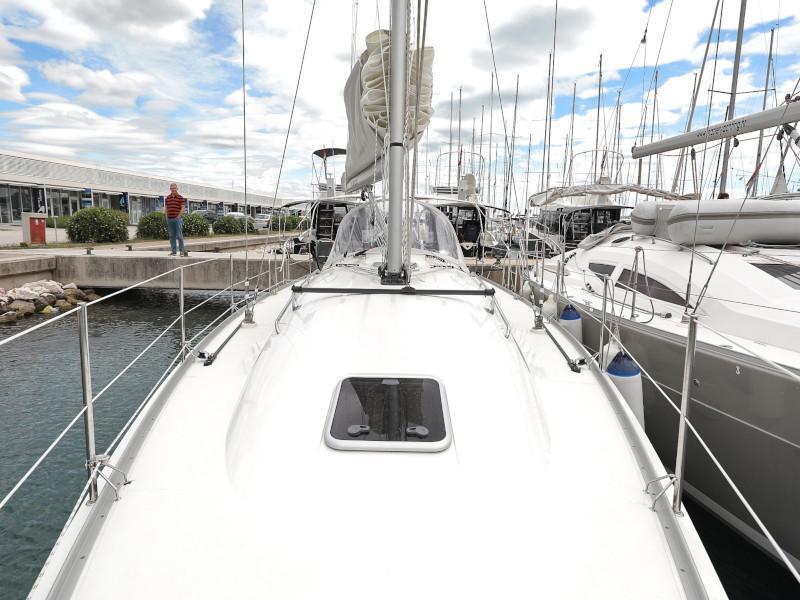 Cobra 38 (TEUTA Outboard Included)  - 35