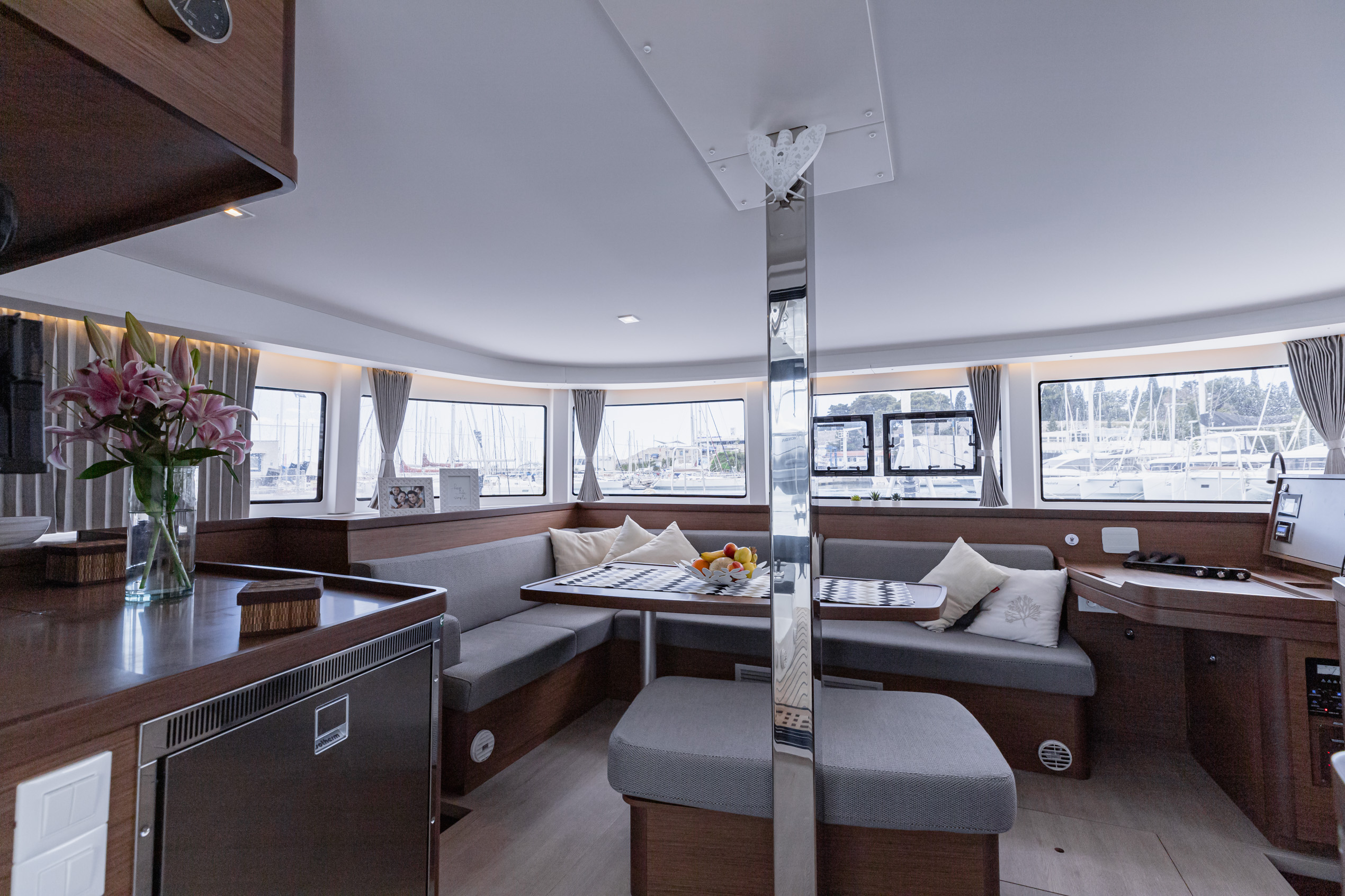 Lagoon 42 (2020) equipped with generator, A/C (sal (HAPPY KEY) Interior image - 10