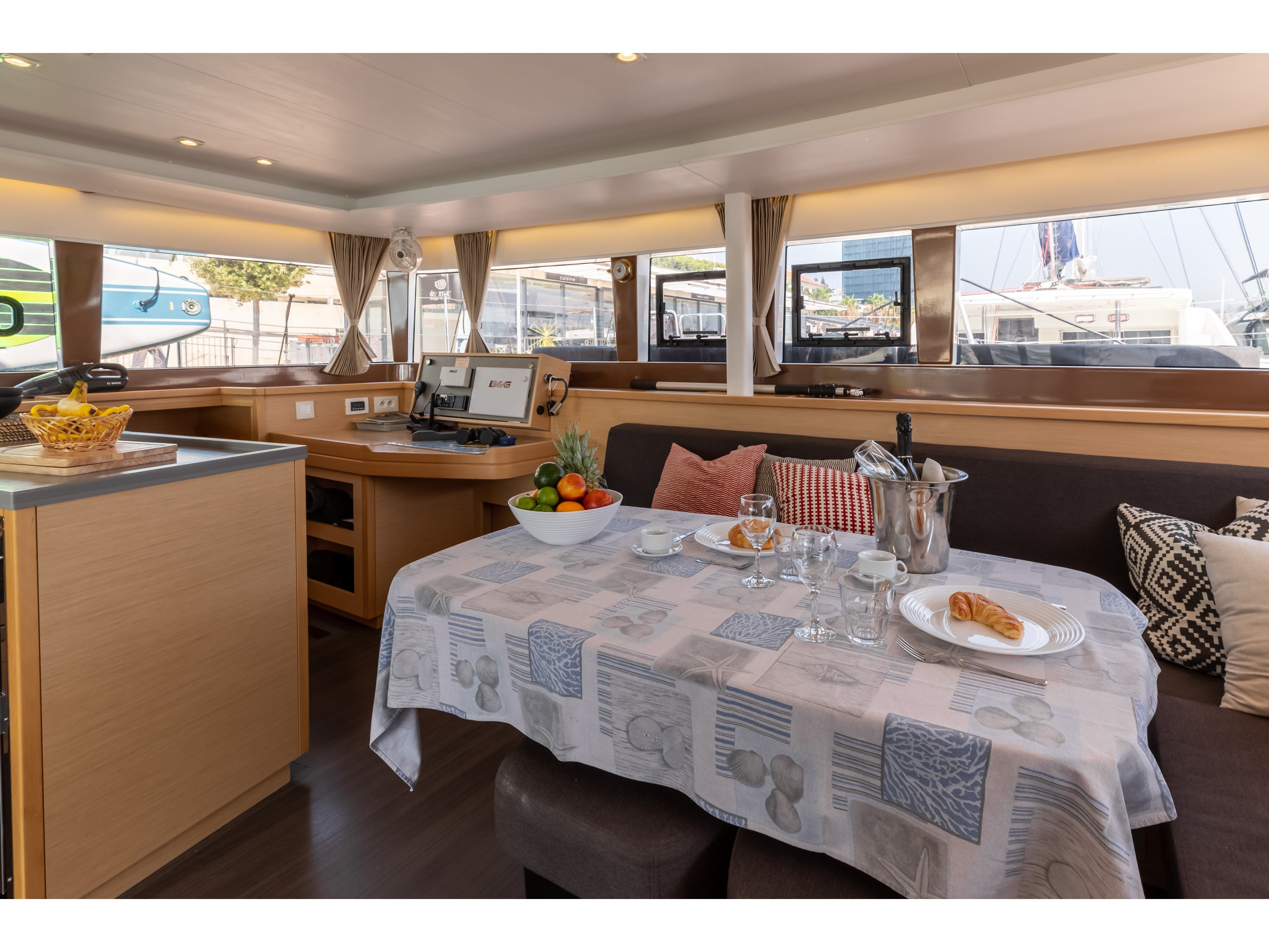 Lagoon 450 F (2017) equipped with generator, A/C ( (PRINCESS KARLA I) Interior image - 20