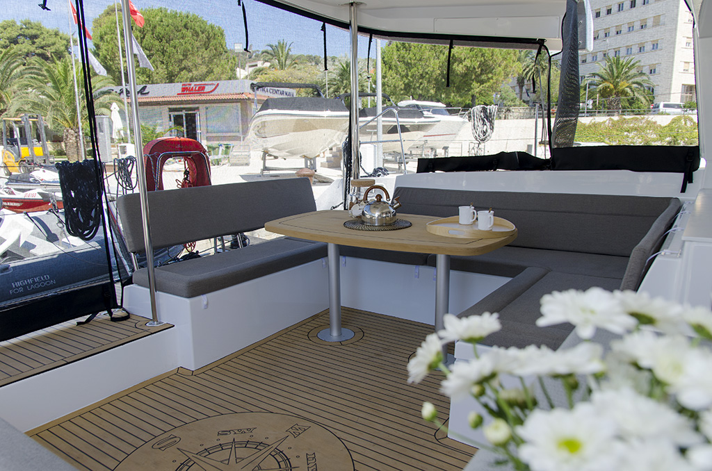 Lagoon 450 F (2016)equipped with generator, A/C (s (PRINCESS IVA)  - 1
