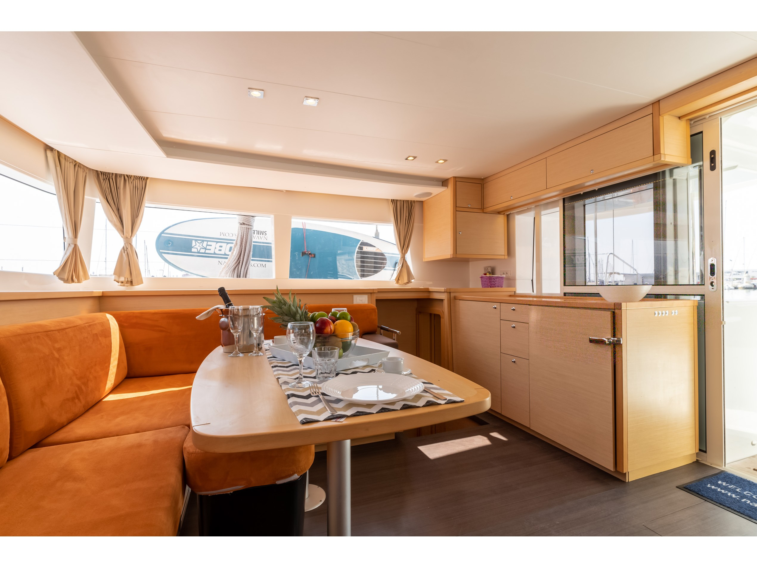 Lagoon 450 (2016) equipped with generator, A/C (sa (SMILE I) Interior image - 8