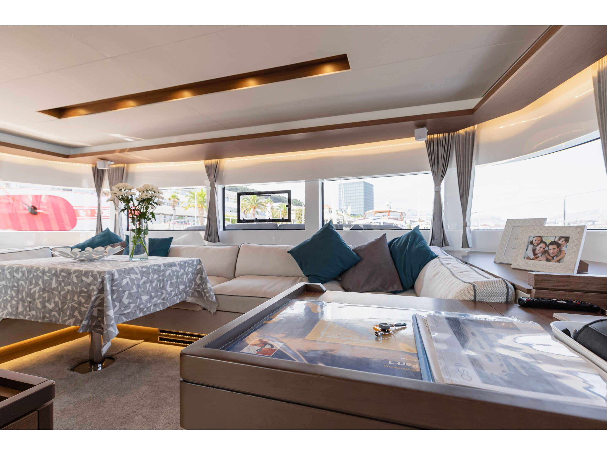 Lagoon 50 LUX (2020) equipped with airconditioning (PRINCESS KISS) Interior image - 4