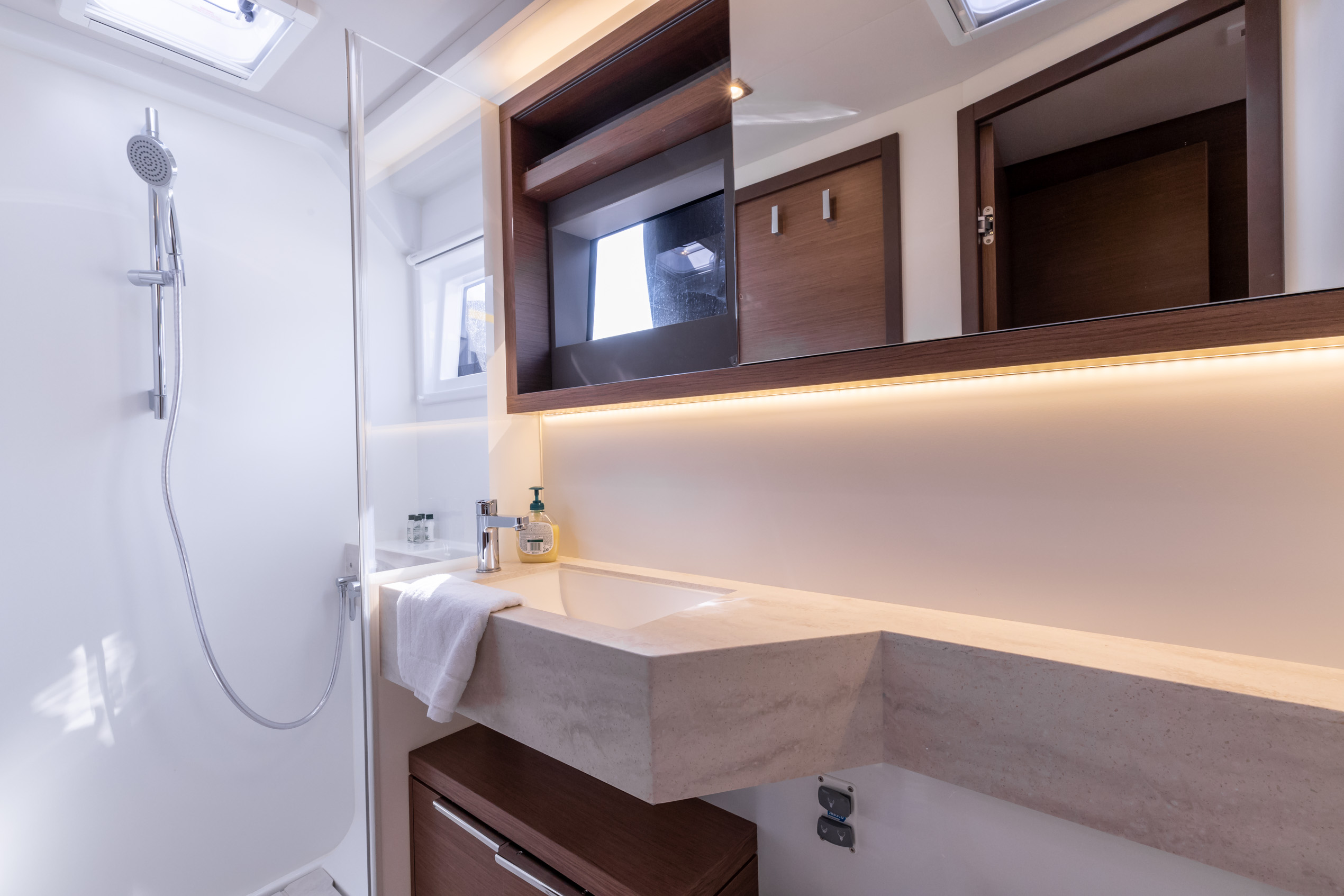 Lagoon 50 LUX (2020) equipped with airconditioning (PRINCESS KISS)  - 16