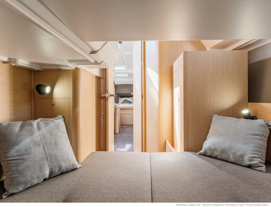 Oceanis 35 (Minta) Starboard Aft Cabin - 16