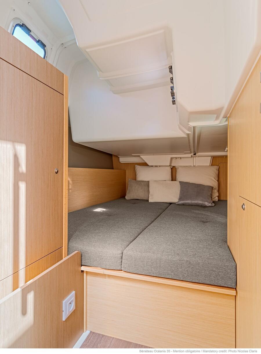 Oceanis 35 (Minta) Starboard Aft Cabin - 26