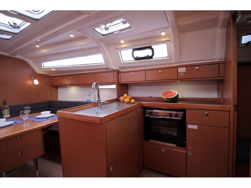 Bavaria Cruiser 37 (Black Pearl) Interior image - 3