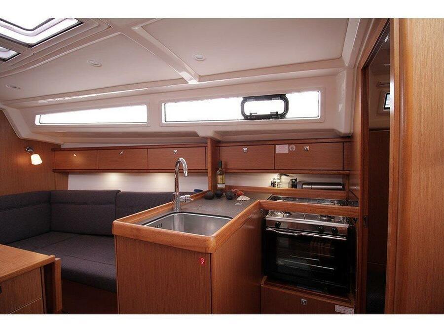 Bavaria Cruiser 33 (Callisto ) Interior image - 4