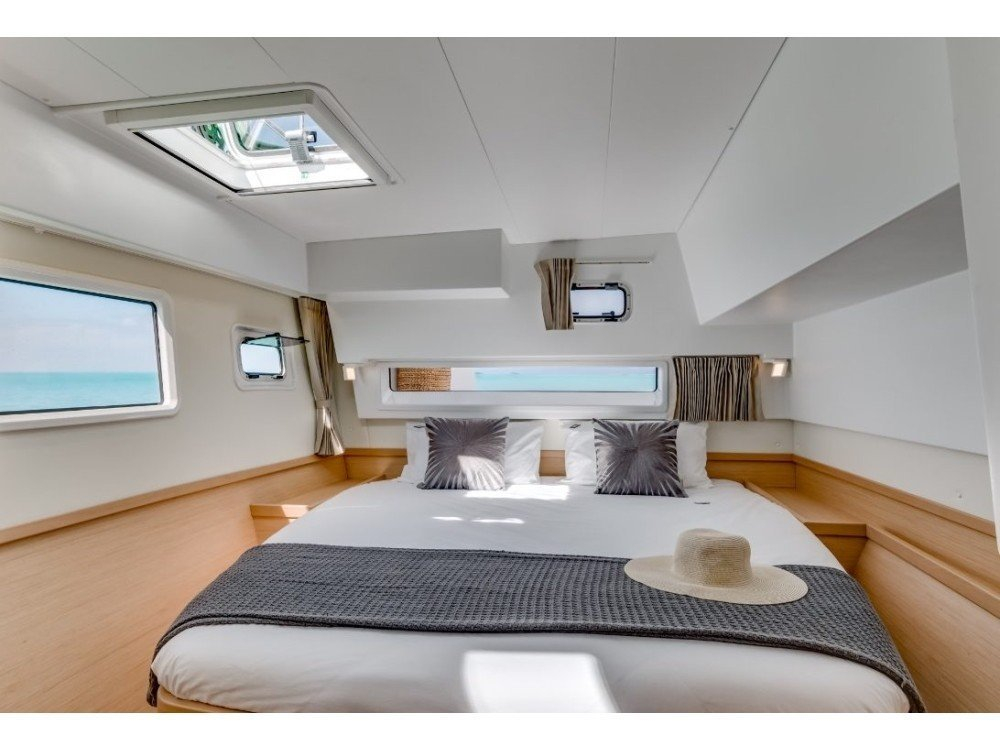 Lagoon 421 (Milly ) Interior image - 3