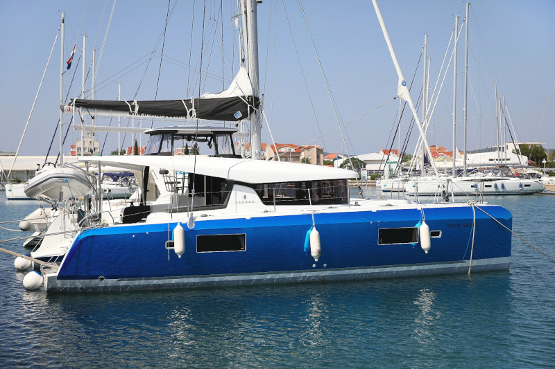 Lagoon 42 (ROYAL SALUTE AC Generator Dinghy with Console OB 20HP)  - 12