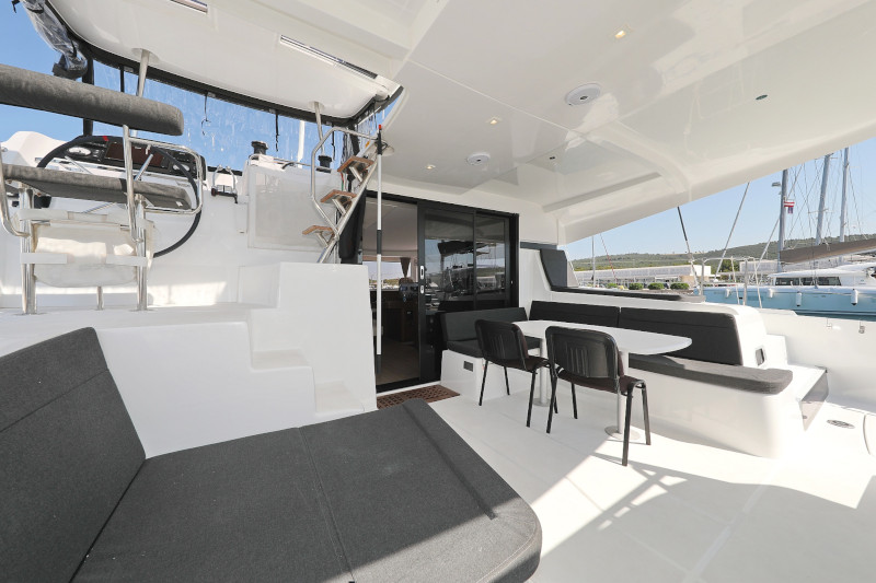Lagoon 42 (ROYAL SALUTE AC Generator Dinghy with Console OB 20HP)  - 29