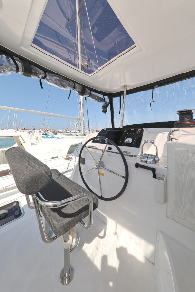 Lagoon 42 (ROYAL SALUTE AC Generator Dinghy with Console OB 20HP)  - 7