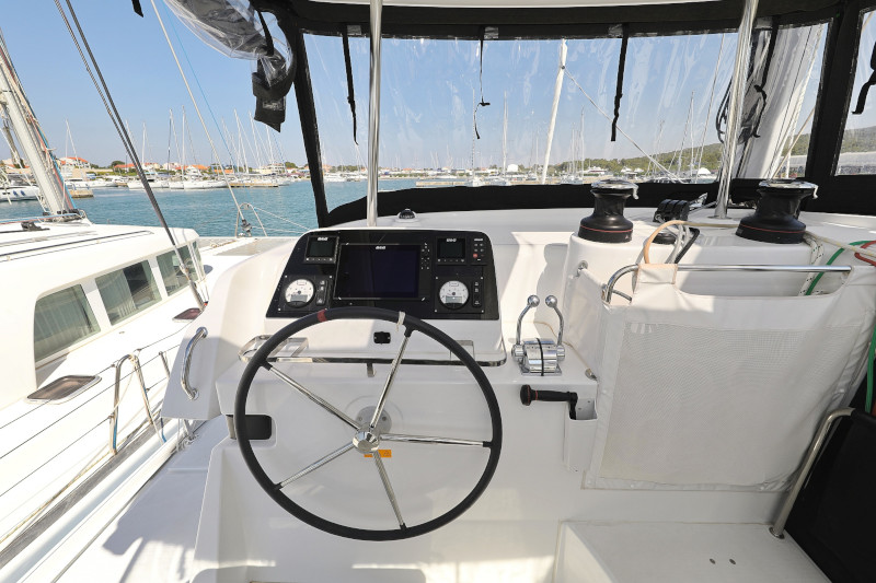 Lagoon 42 (ROYAL SALUTE AC Generator Dinghy with Console OB 20HP)  - 77