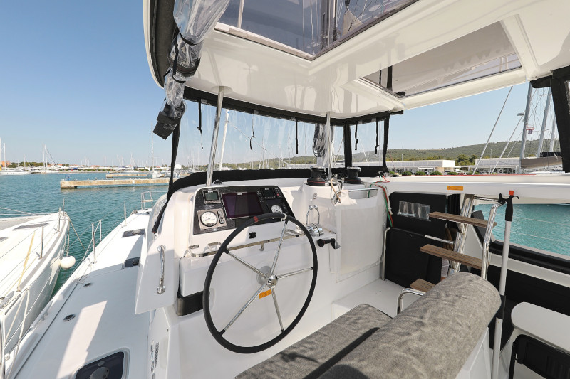 Lagoon 42 (ROYAL SALUTE AC Generator Dinghy with Console OB 20HP)  - 81