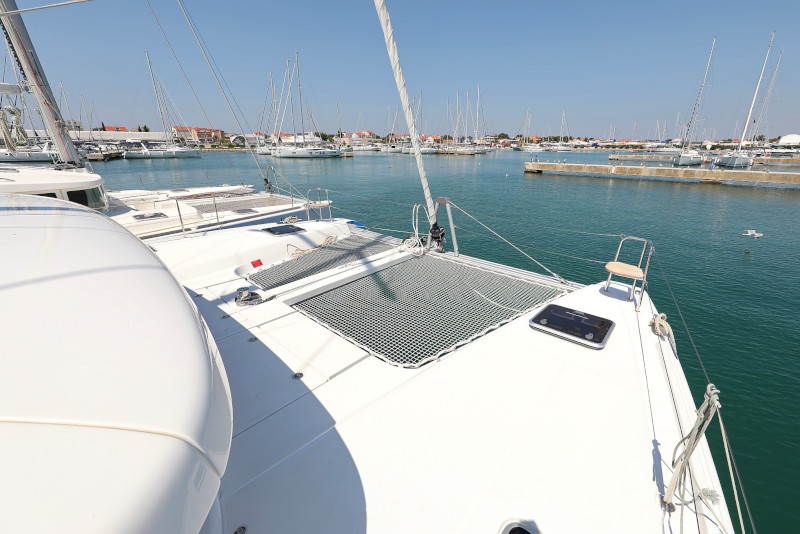 Lagoon 42 (ROYAL SALUTE AC Generator Dinghy with Console OB 20HP)  - 87