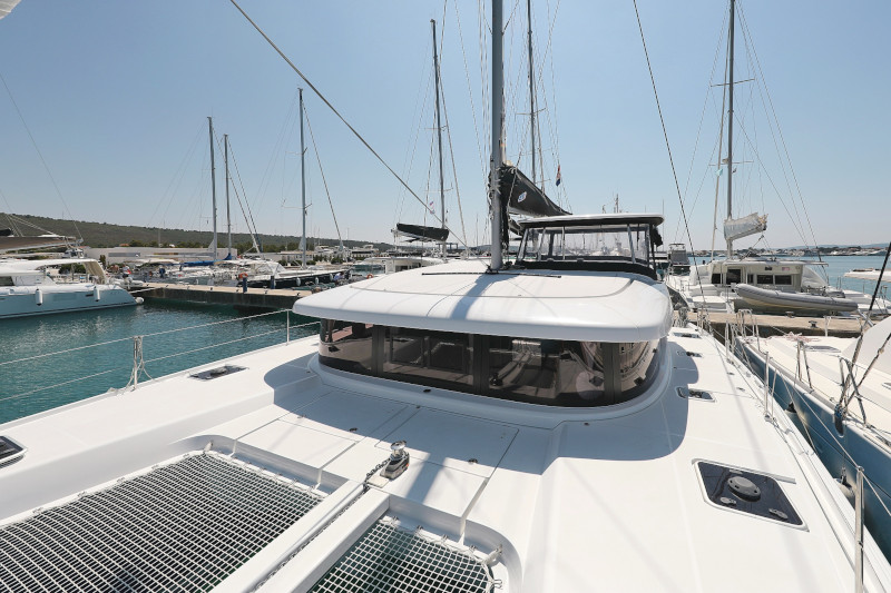 Lagoon 42 (ROYAL SALUTE AC Generator Dinghy with Console OB 20HP)  - 8