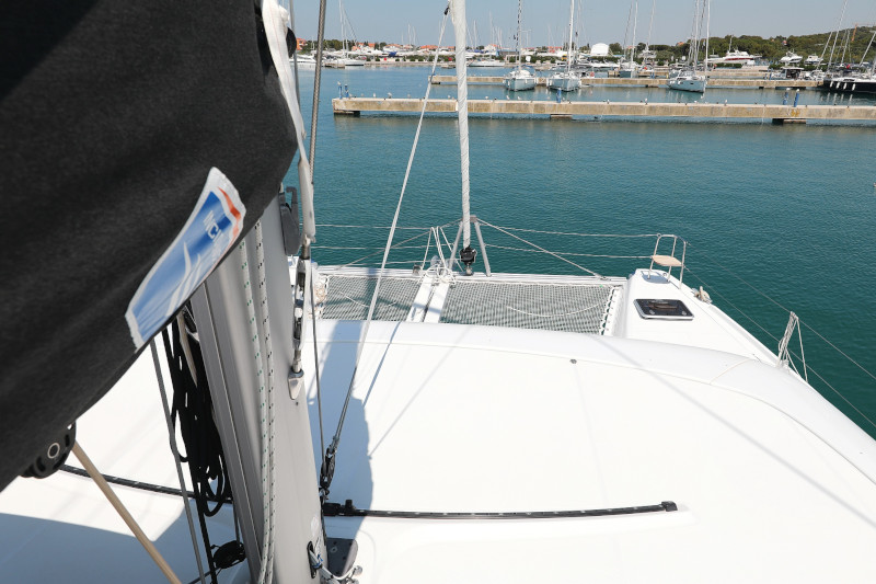 Lagoon 42 (ROYAL SALUTE AC Generator Dinghy with Console OB 20HP)  - 68