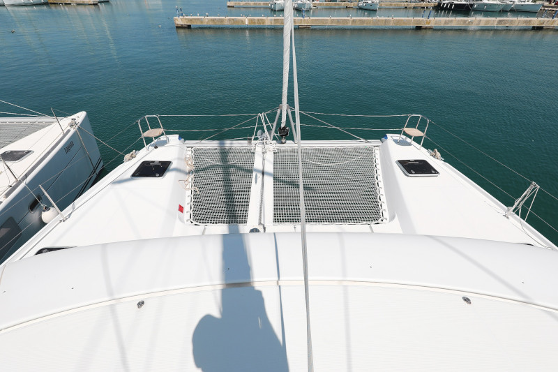 Lagoon 42 (ROYAL SALUTE AC Generator Dinghy with Console OB 20HP)  - 39