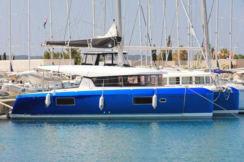 Lagoon 42 (ROYAL SALUTE AC Generator Dinghy with Console OB 20HP)  - 21